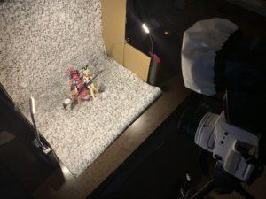 段ボールでフィギュアの簡易撮影スペースを作成